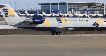 CRJ-200_Weat_atlantic_cargo