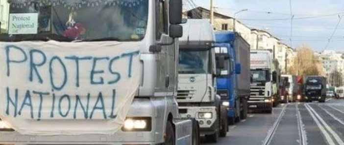 Forgalomlassítással tiltakoznak a romániai fuvarozók
